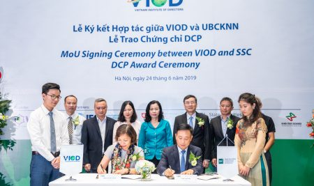 Vietnam Institute of Directors and the State Securities Commission of Vietnam formally established the cooperation to strengthen the sustainable development of the market